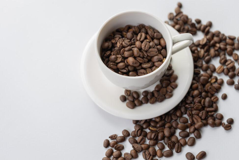 カップとコーヒー豆/珈琲豆の写真