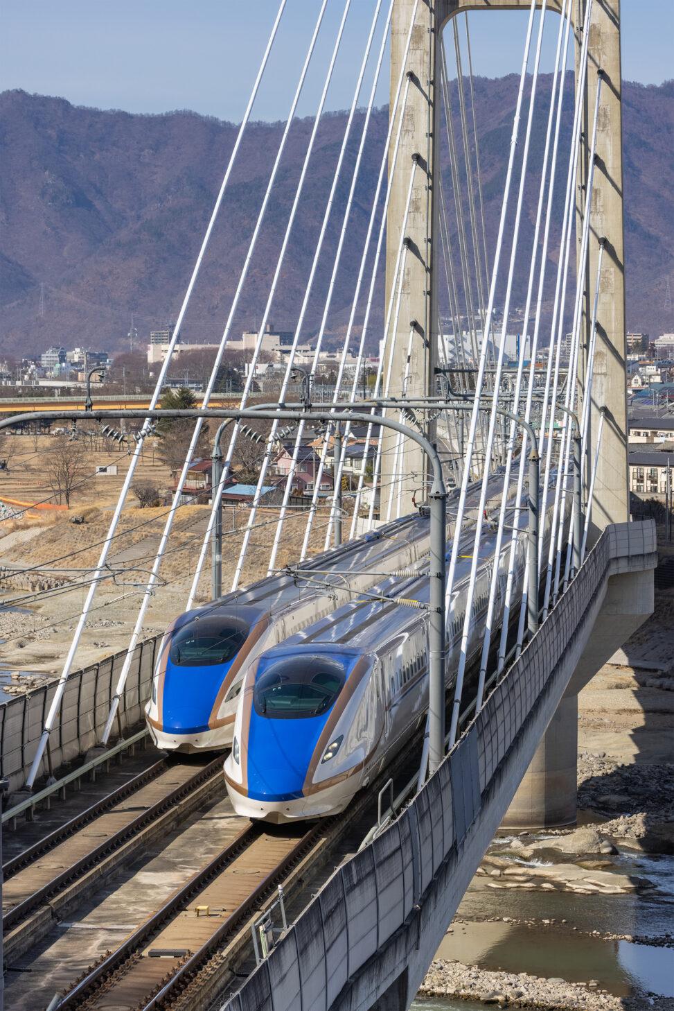 北陸新幹線/上りと下り線の写真